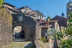 Mulazzo gammal by i Lunigiana arkivfoto
