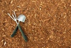 Mulch e ferramentas de jardim Foto de Stock Royalty Free