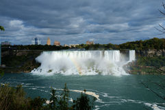 Mulen amerikan solbelysta Niagara Falls arkivbild