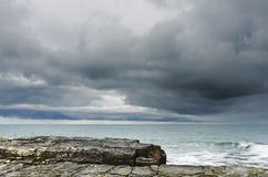 Mulen himmel för regn nära havet Royaltyfria Foton