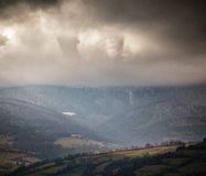 Mulen plats i molniga berg Hösten regnar Royaltyfria Bilder