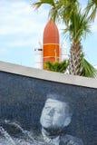 mulen raffinaderisky för olja under Kennedy avståndsmitt royaltyfria foton