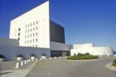 mulen raffinaderisky för olja under Kennedy Library Boston, Massachusetts arkivbild