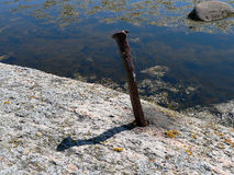 Muleta do ferro no embakment de pedra Imagem de Stock