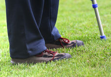 Muletas e pés Fotos de Stock