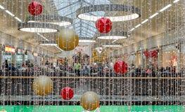MULHEIM - GRUDZIEŃ 06: Bożenarodzeniowa dekoracja w forum, na Grudniu 06, 2014 w Mulheim Niemcy Obraz Stock