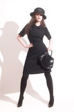 Mulher à moda no vestido preto fotos de stock