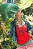 Mulher à moda nova alegre que tem o divertimento fora Foto de Stock