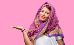 Mulher árabe nova fotos de stock