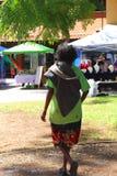 Mulher aborígene, uma minoria étnica na sociedade multicultural de Austrália Fotos de Stock