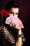 Mulher aciganada com o ventilador dos cartões fotografia de stock