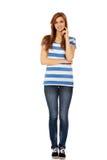 Mulher adolescente feliz com braços dobrados Fotografia de Stock Royalty Free