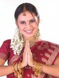 Mulher adolescente indiana na postura bem-vinda Foto de Stock Royalty Free