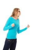 Mulher adolescente irritada que faz os punhos imagem de stock
