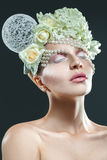Mulher adulta atrativa com composição macia e o accessori criativo Imagem de Stock Royalty Free
