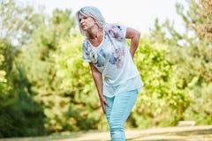 Mulher adulta com dor nas costas foto de stock royalty free