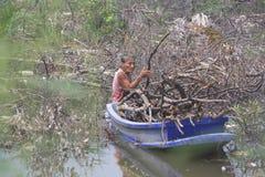 Mulher adulta em um barco Imagem de Stock Royalty Free
