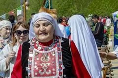 Mulher adulta na roupa nacional Bashkir imagens de stock royalty free
