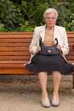 A mulher adulta no parque Fotos de Stock Royalty Free