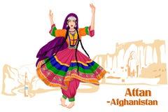 Mulher afghani que executa a dança de Attan de Afeganistão Foto de Stock