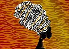 Mulher africana bonita do retrato no turbante tradicional, envoltório da cabeça de Kente, impressão do dashiki, mulheres afro pre ilustração stock