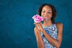 Mulher africana bonita encantador Foto de Stock Royalty Free