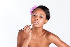 Mulher africana bonita no estúdio com composição imagem de stock royalty free