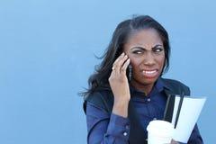 Mulher africana triste do retrato do close up, cética, infeliz, séria virada que fala no telefone Expressão facial da emoção huma fotografia de stock royalty free