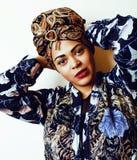 Mulher afro-americano bonita nova isolada no fundo branco imagens de stock royalty free