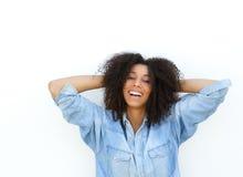 Mulher afro-americano com mãos no cabelo Imagem de Stock