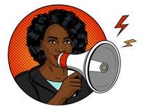 Mulher afro-americano com um altifalante em sua mão imagem de stock