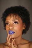 Mulher afro-americano expressivo com iluminação dramática foto de stock royalty free