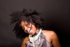 Mulher afro-americano que ri e que dança Imagens de Stock Royalty Free