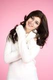 Mulher alegre nova com branco Fotografia de Stock Royalty Free