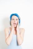 Mulher alternativa nova chocado do adolescente no retrato branco Fotografia de Stock Royalty Free