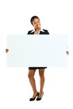 Mulher americana africana que guardara uma placa Imagem de Stock