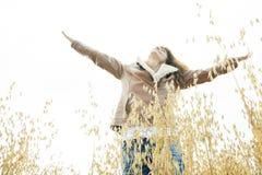 Mulher 60 anos de trigo velho da liberdade do trigo Imagem de Stock