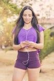 Mulher antes da aptidão e do exercício Foto de Stock Royalty Free