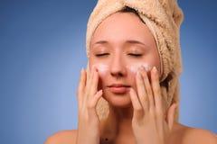 Mulher após o banho Fotografia de Stock Royalty Free