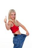 Mulher após uma dieta bem sucedida com grandes calças Imagens de Stock