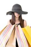 Mulher asiática atrativa que guarda sacos de compras Imagem de Stock Royalty Free