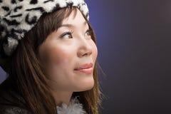 Mulher asiática atrativa que olha acima Fotografia de Stock Royalty Free