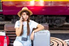 A mulher asiática bonita é h infeliz, insatisfeito, virado e irritado imagem de stock royalty free