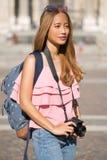 Mulher asiática bonita do turista Fotos de Stock Royalty Free