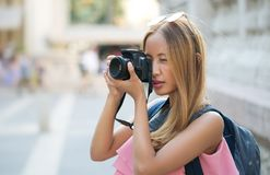 Mulher asiática bonita do turista Imagem de Stock