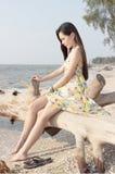 Mulher asiática bonita na praia Imagem de Stock Royalty Free