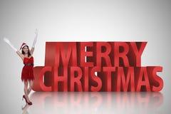 Mulher asiática bonita no traje de Papai Noel Fotografia de Stock Royalty Free