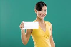 Guardarando um cartão do Livro Branco imagem de stock royalty free