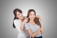 Mulher asiática com seu amigo foto de stock royalty free