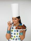 Mulher asiática com sua galinha cozida Imagens de Stock